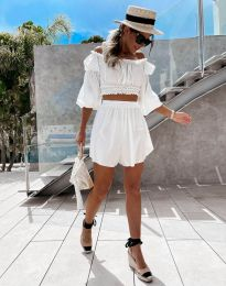 Елегантен дамски комплект блуза с паднали рамене и къси панталонки в бяло - код 2072