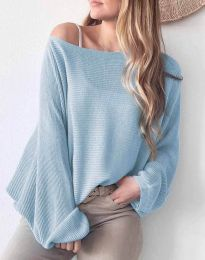 Дамска свободна блуза с паднало рамо от плетиво в светлосиньо - код 4588
