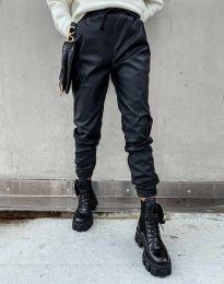 Дамски свободен кожен панталон с ластик в черно - код 0569