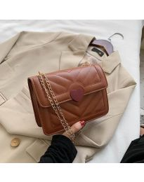 Дамска чанта в кафяво със закопчалка сърце - код B83